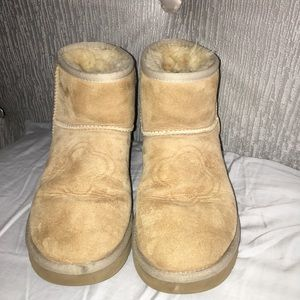 UGG low top boots Size 7